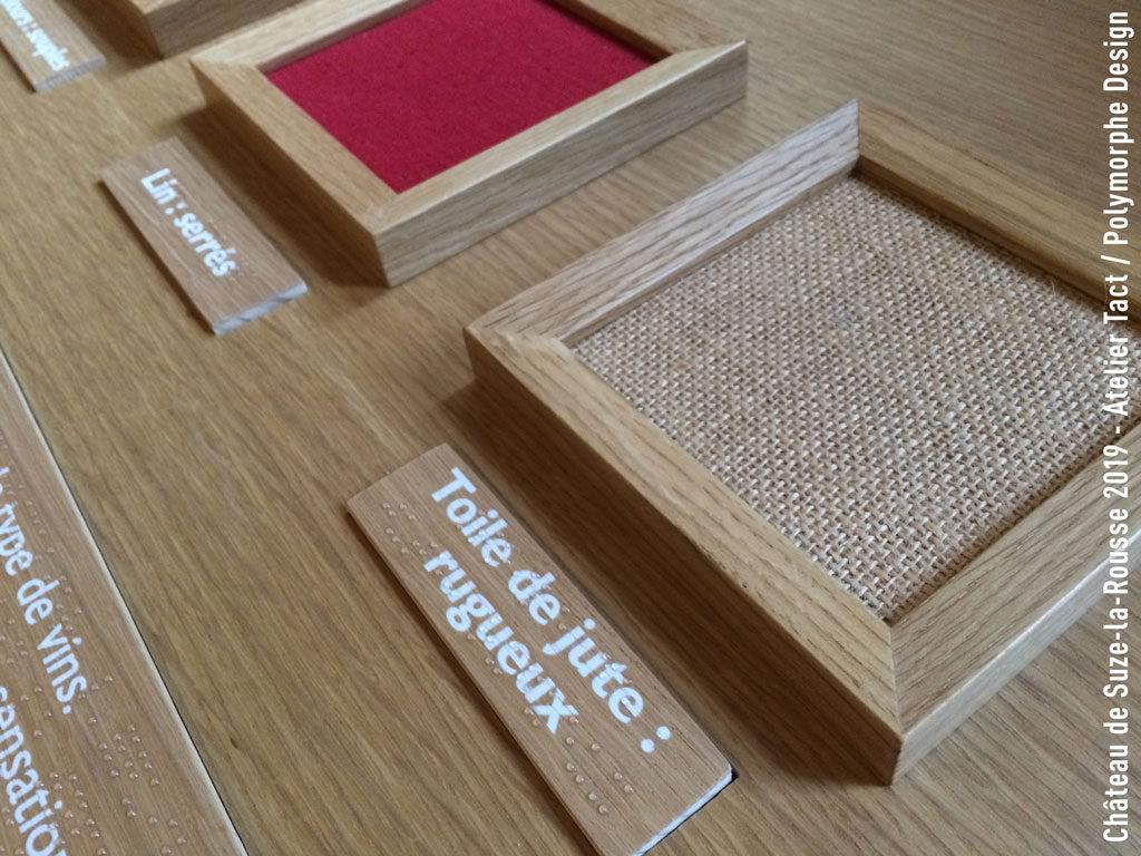 Echantillons de textiles légendés en braille